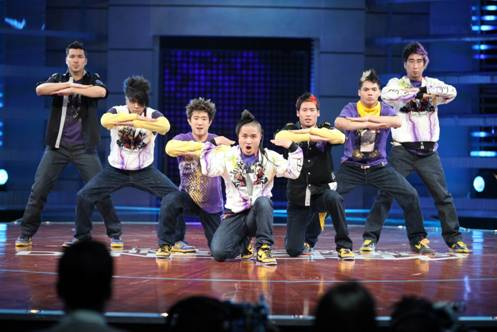 "Quest Crew - Winners Season 3 of ""America's Best Dance Crew""  (Photo credit: Copyright Warner Bros. Entertainment, Inc. All rights reserved.}"